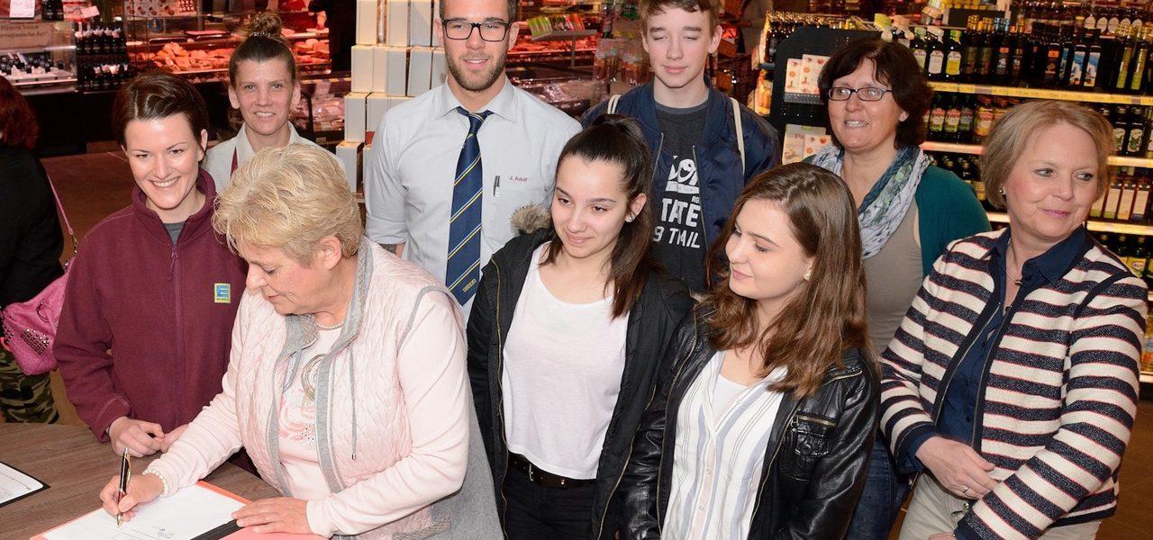 Hauptschule Süchteln und Edeka Zielke schließen Kooperationsvereinbarung