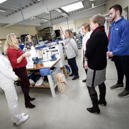 Kooperation Schule-Wirtschaft: Stadt vermittelt Zusammenarbeit von Berufskolleg und Lettermann